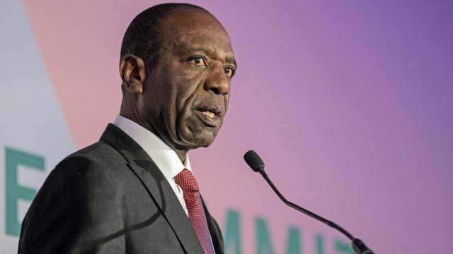 Moçambique anuncia verba para liquidar 17% da dívida do Estado