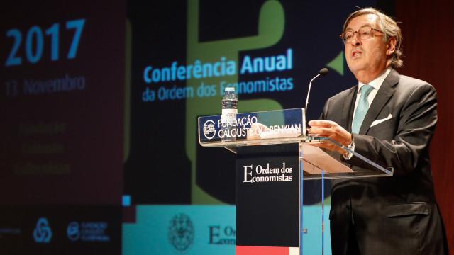 """Bastonário dos Economistas reeleito quer  """"melhor governação"""""""