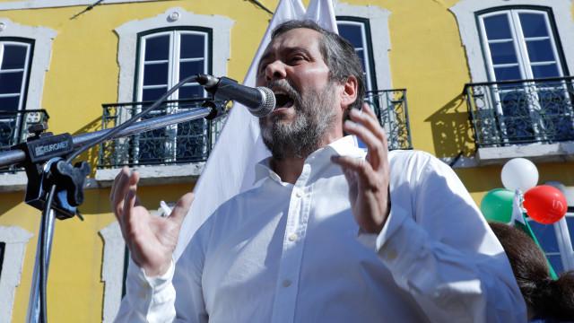 """Governo já admite começar a pagar reposição """"ainda na atual legislatura"""""""