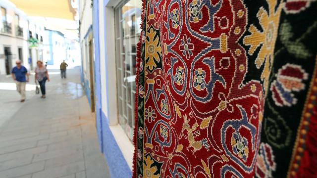 """Feira em Arraiolos expõe tradicionais tapetes """"na rua"""" a partir de hoje"""