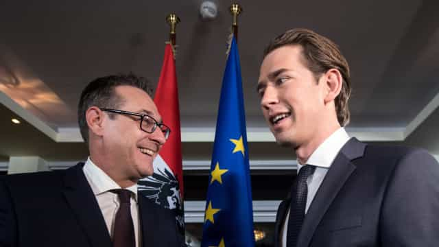 Extrema-direita no governo austríaco descarta referendo sobre saída da UE