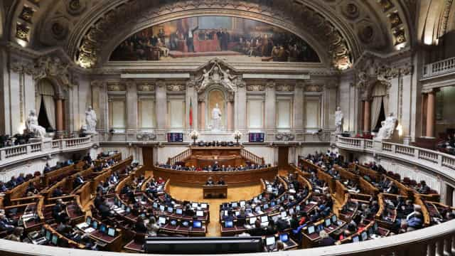Parlamento debate lei para reequipar Forças Armadas com 4,74 mil milhões