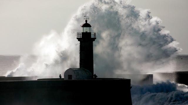 Atenção, nos próximos dias o mar vai estar agitado e a ondulação forte