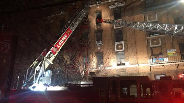 Sobe para 12 número de mortos em incêndio em prédio em Nova Iorque