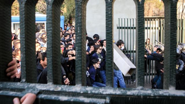 Irão acusa Israel, EUA e Arábia Saudita de fomentarem protestos