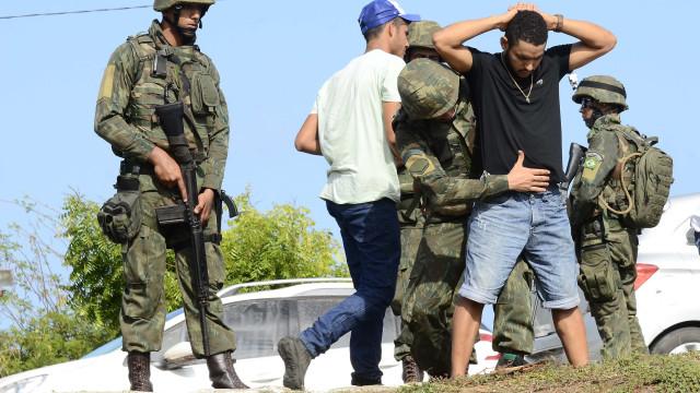 Exército brasileiro vai assumir controlo da segurança no Rio de Janeiro