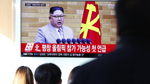 """""""Botão nuclear continua na minha secretária"""", diz Kim Jong-un a Trump"""