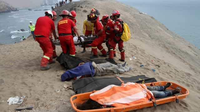 Sobe para 48 número de mortos em acidente no Peru