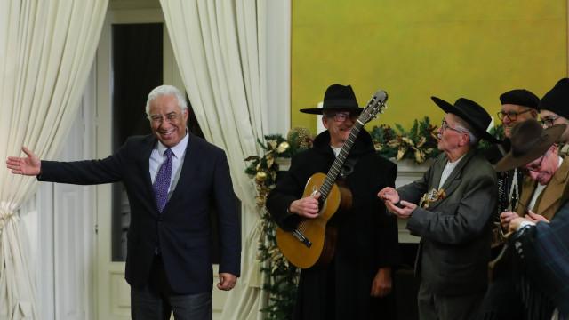 Costa elogia espírito de partilha em dia de cantar das Janeiras