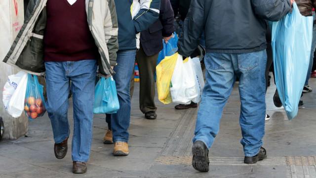 Avaliação do impacto de incentivos na redução de sacos plásticos alargada