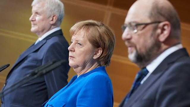 Merkel pede responsabilidade ao SPD para governo estável