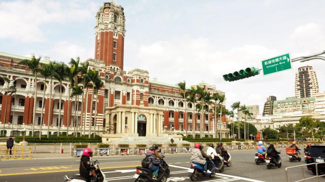 Macau anuncia apoios sociais e redução de impostos para 2019