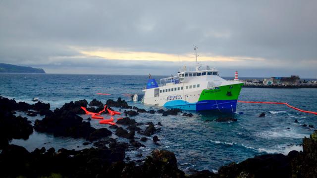 """Navio Mestre Simão """"não deveria ter operado"""" na Madalena com mau tempo"""