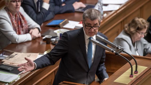 Deputados checos retiram imunidade parlamentar ao primeiro-ministro