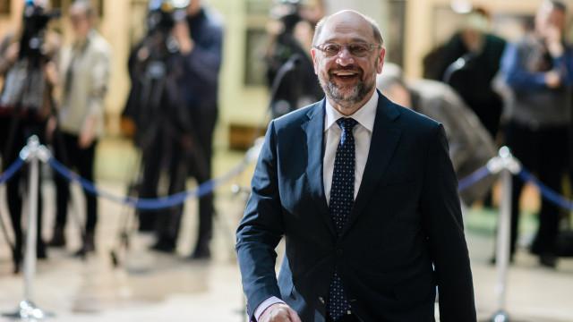 SPD decide hoje se avança para coligação com CDU de Merkel