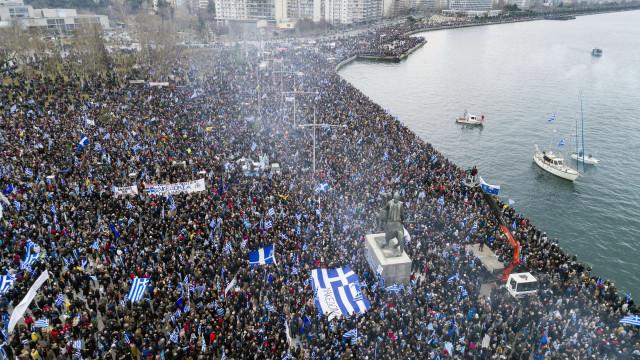 Uso da palavra 'Macedónia' leva milhares às ruas na Grécia