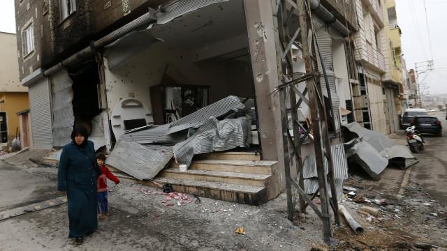 Onze civis mortos em bombardeamentos turcos em Afrine