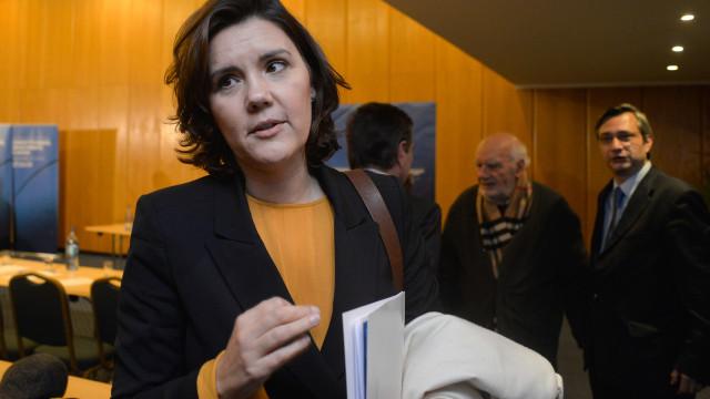"""CDS aguarda com """"serenidade"""" decisão do TC sobre gestação de substituição"""