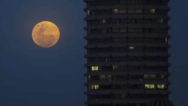 Lua vai estar tapada pela sombra da Terra e aparentemente maior