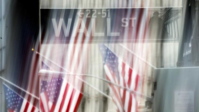 Wall Street encerra em baixa com investidores desiludidos com resultados