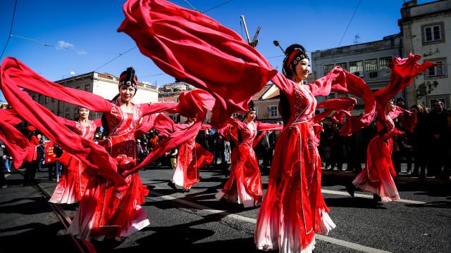 Intercâmbio cultural no tradicional desfile do Ano Novo Chinês em Lisboa