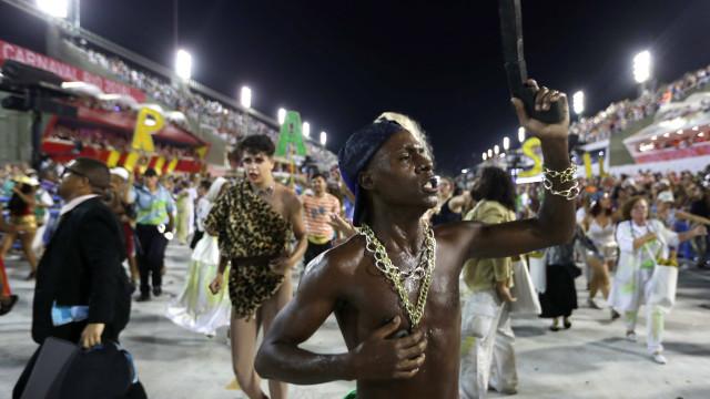Protestos contra violência no Rio voltaram ao sambódromo