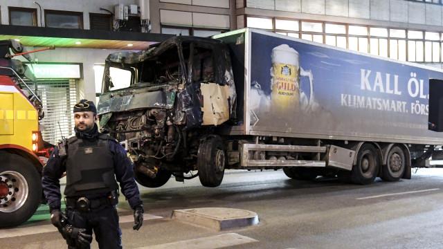 MP pede prisão perpétua para autor de ataque com camião em Estocolmo