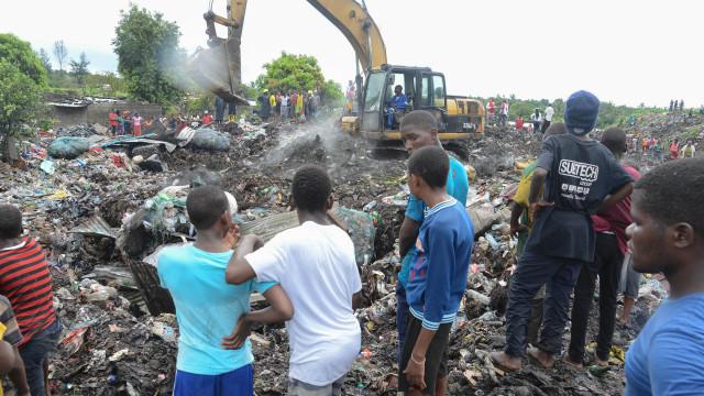 Maputo investe máquinas para lixeira onde morreram 16 pessoas