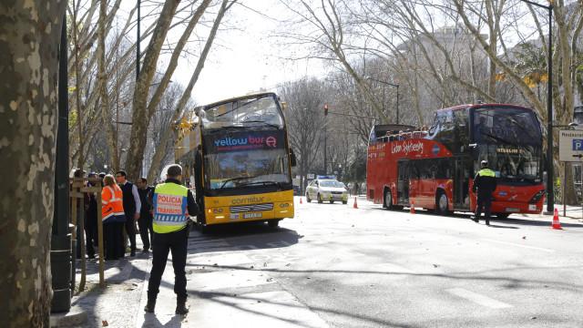 Autocarros de dois andares poderão deixar faixa 'Bus' na Av. da Liberdade