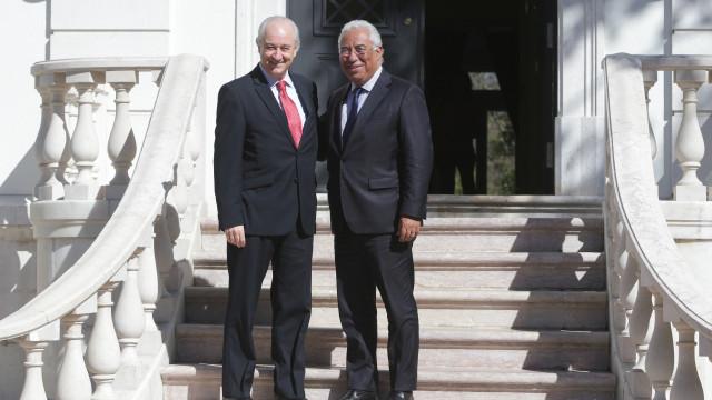 Dois meses após encontro, Costa e Rio 'apertam a mão' e assinam acordos