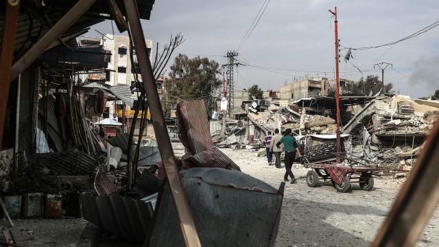 """'Capacetes brancos' comparam bombas em Ghouta, a """"operação de extermínio"""""""