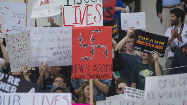 Walmart deixa de vender armas e munições a menores de 21 anos