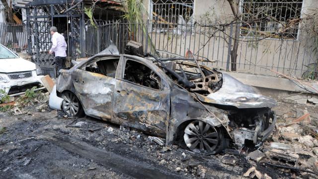 Pelo menos 21 mortos após ataques aéreos e de artilharia do Governo sírio