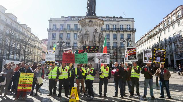 Lesados do BES prometem continuar a protestar até ao Parlamento Europeu