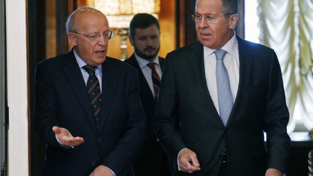 MNE português apresenta a Lavrov candidatura de Vitorino à OIM