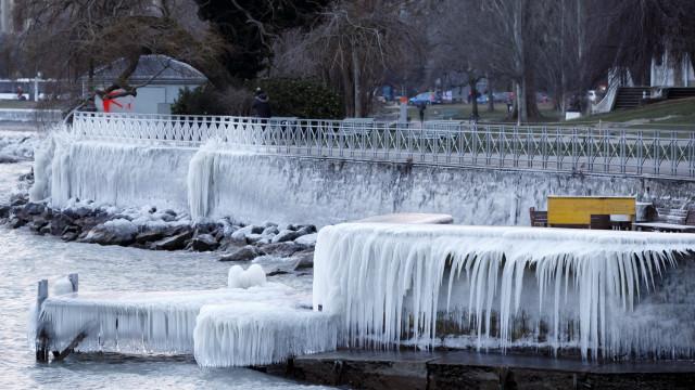 Frio siberiano na Europa provoca mais de 20 mortes em quatro dias