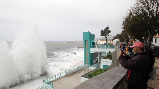 """Madeira em """"alerta máximo"""" devido ao furacão Leslie"""