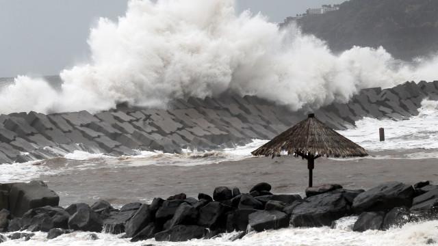 Homem arrastado por onda está desaparecido na Madeira