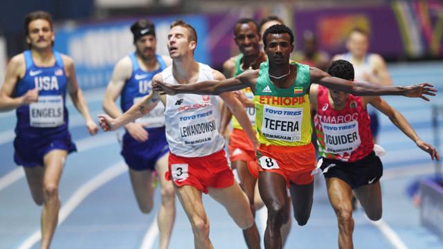 Samuel Tefera bate recorde do mundo de 1.500 metros em pista coberta