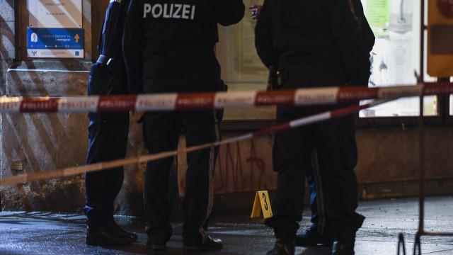 Polícia austríaca detém homem suspeito de ataque à faca em Viena