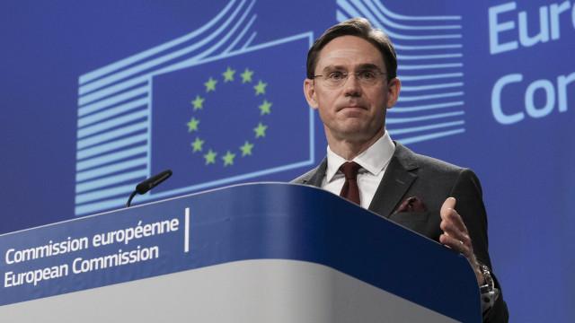 UE está pronta para retaliar a decisão dos EUA de taxar aço e alumínio