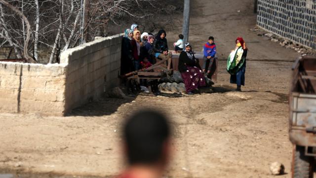 Síria: Centenas de civis fogem da cidade de Afrine face ao avanço turco
