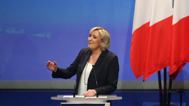 """Marine Le Pen propõe """"União Nacional"""" como novo nome da Frente Nacional"""