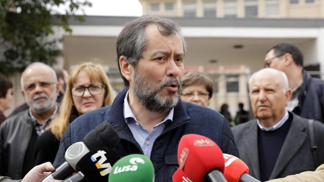 Sindicatos de professores anunciam greves que podem ir até outubro