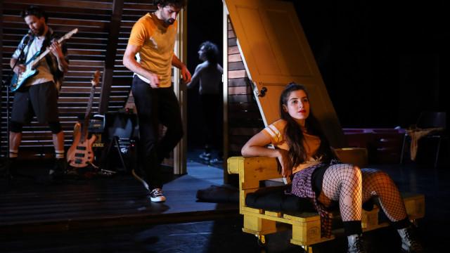 Teatro Experimental do Porto estreia de 'Maioria Absoluta'