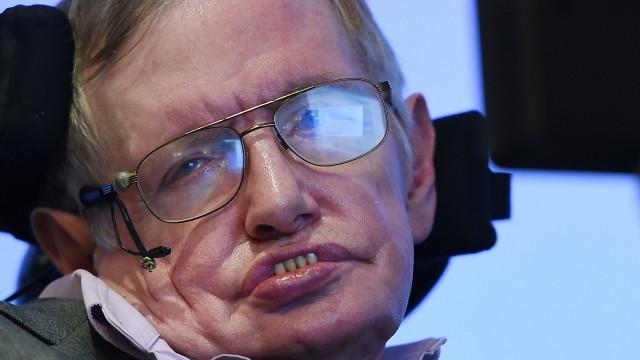 """Educação e ciência """"estão em perigo"""", alerta mensagem de Stephen Hawking"""