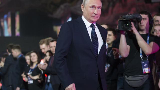 Eleitores russos convocados para reeleger Vladimir Putin até 2024