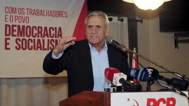"""PCP acusa PS de estar """"amarrado"""" ao grande capital"""