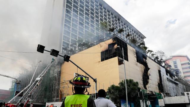 Pelo menos quatro mortos em incêndio em hotel no centro de Manila