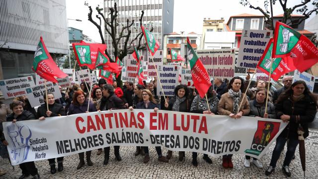 """Trabalhadores de cantinas do Norte em greve exigem salários """"dignos"""""""
